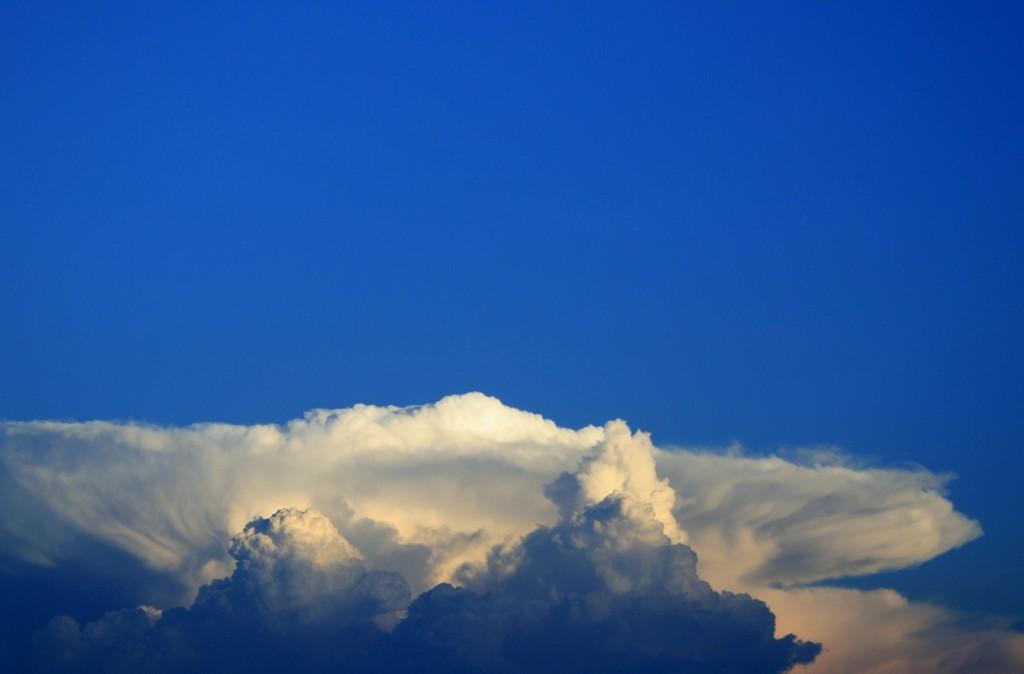 clouds-208000_1280